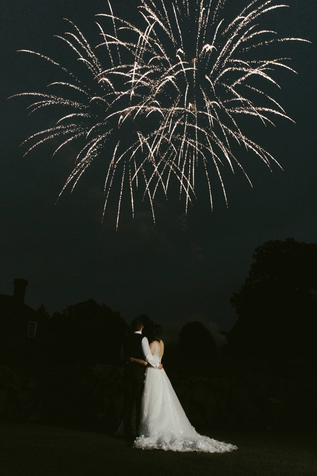 birtsmorton-court-wedding-venue-malvern-uk-fireworks-photography-photographer-couple
