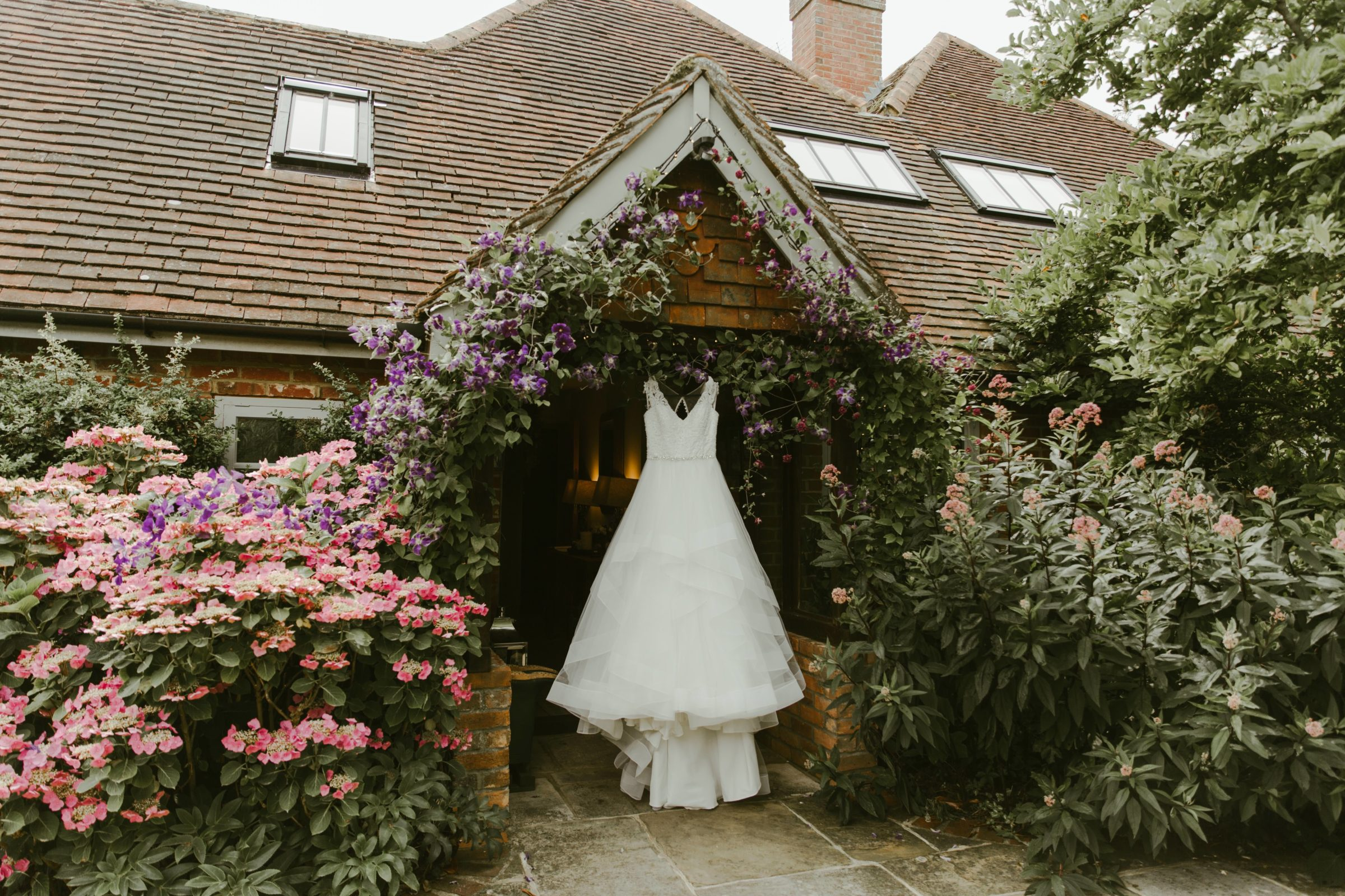 gate-street-barn-wedding-photography-photographer-surrey-uk-summer-weddings-country-dress