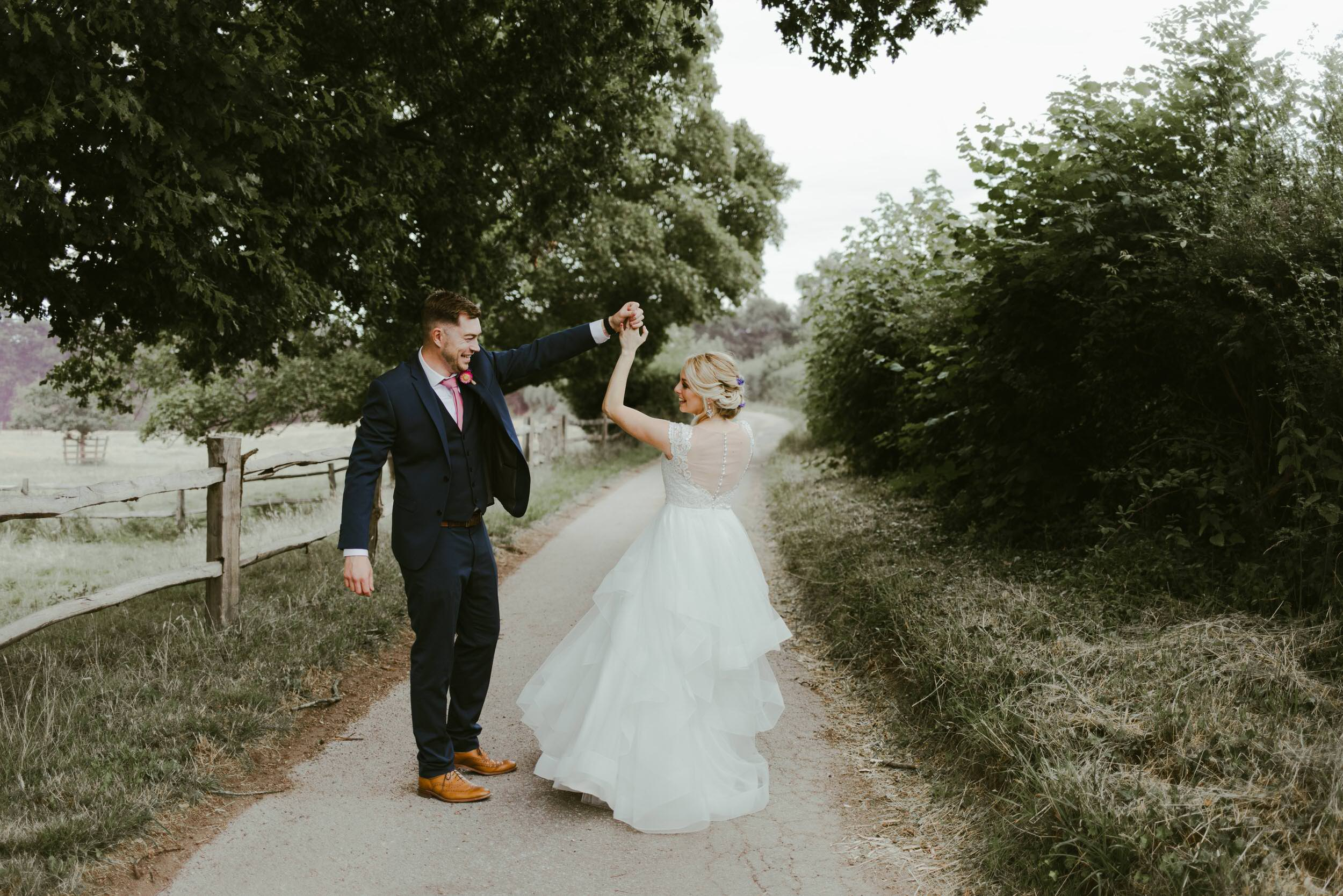 gate-street-barn-wedding-photography-photographer-surrey-uk-summer-weddings-country