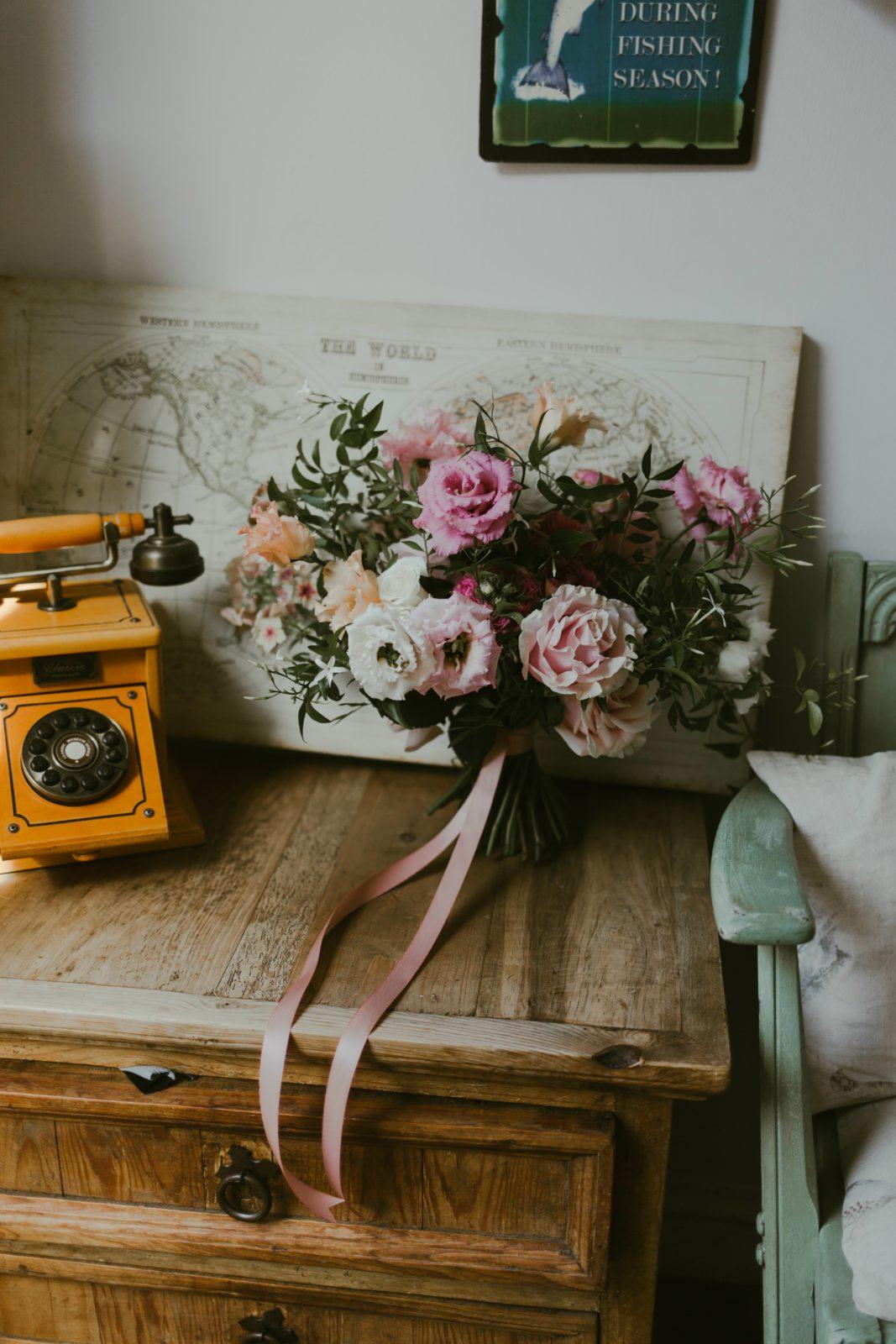wedding-florist-florals-flowers-bouquet-bridal-bride-details-vintage-uk-photographer