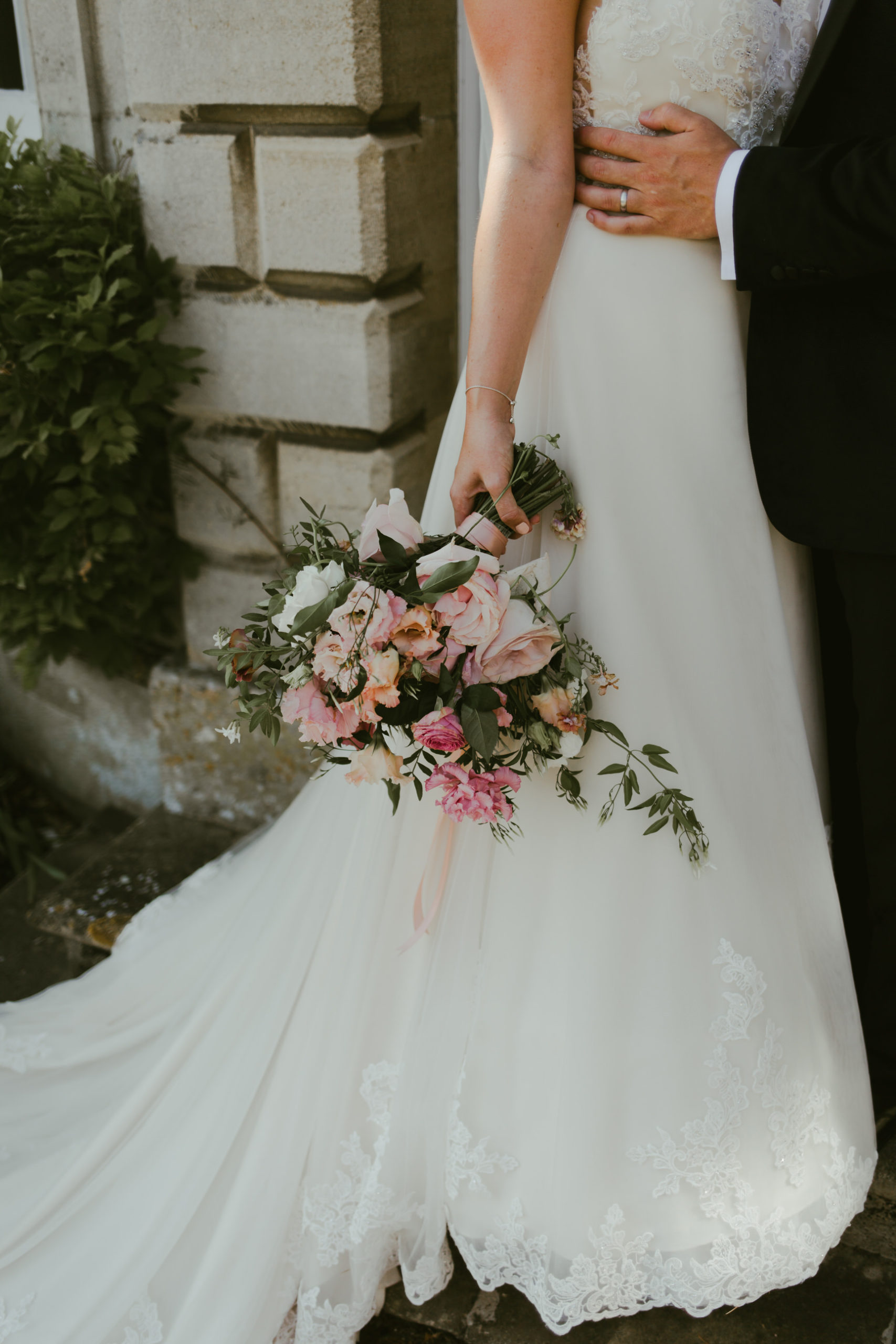 summer back garden wedding bride and groom photos florals bouquet