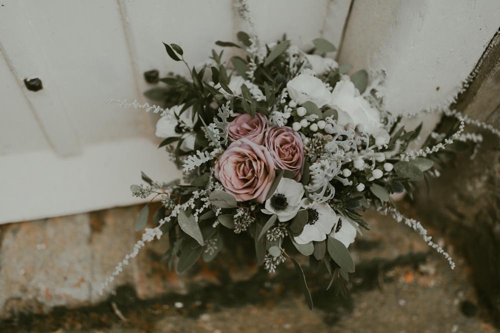 farnham castle wedding bouquet flowers bridal prep the gatehouse