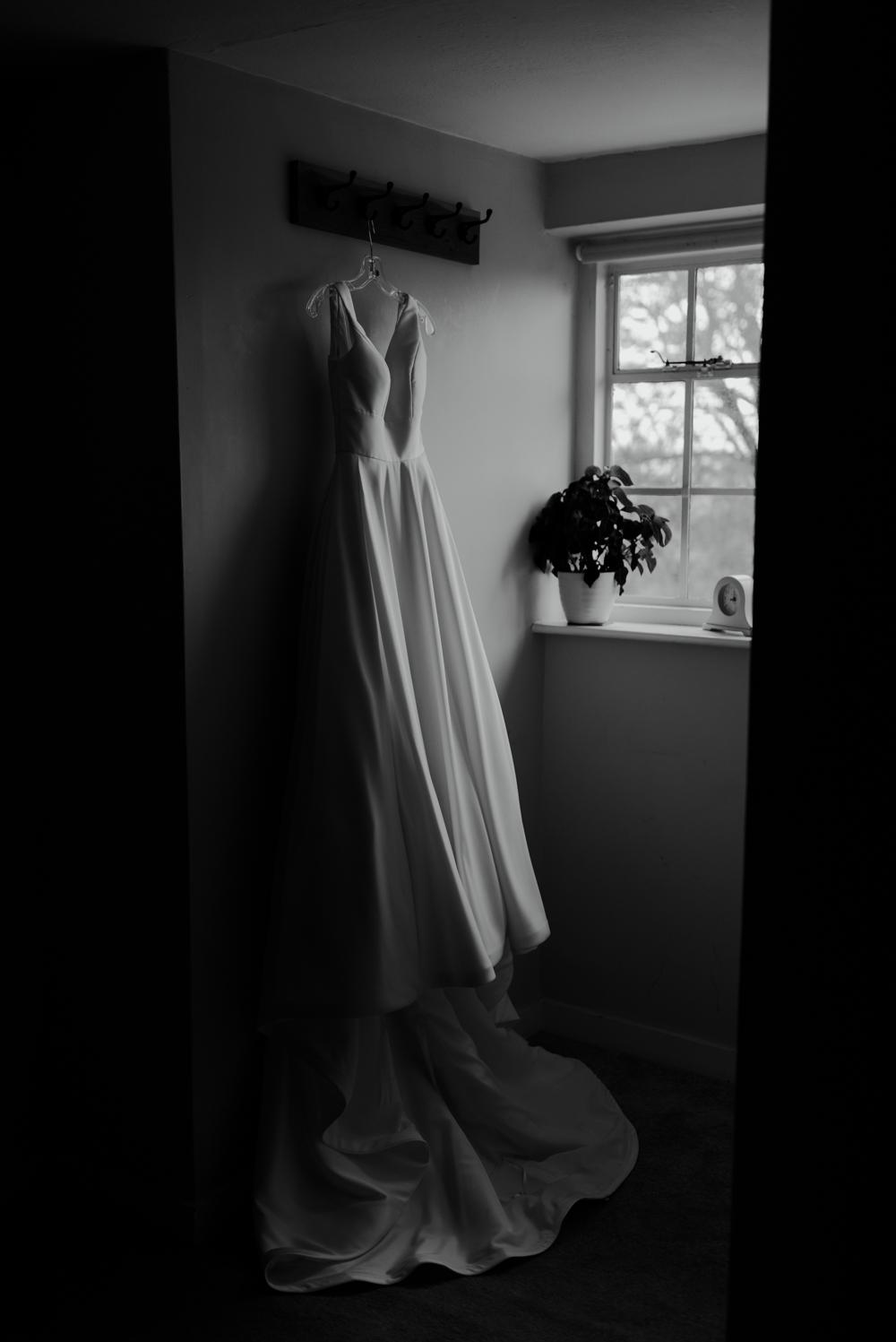 farnham castle wedding details dress bridal prep the gatehouse